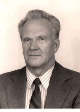 Uno Arro(1934-2017), kauaaegne akordionipedagoog ja orkestrijuht. Auliige aastast 2004.